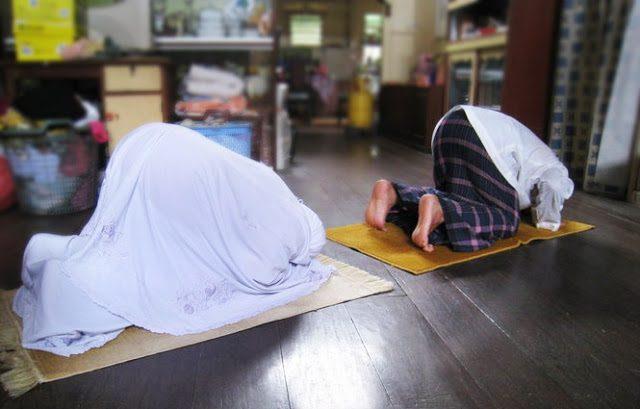 MasyaAllah! Jika Suami Istri Sholat Tahajud 2 Rakaat, Keajaiban Ini Akan Terjadi